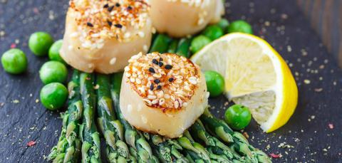 Fried scallops with sesame seeds, asparagus, and lemon (credit: iStock)
